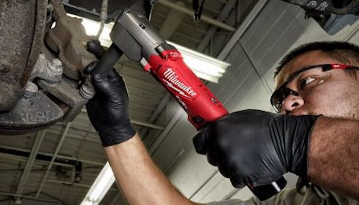 Milwaukee-Right-Angle-Impact-wrench-700×400-min