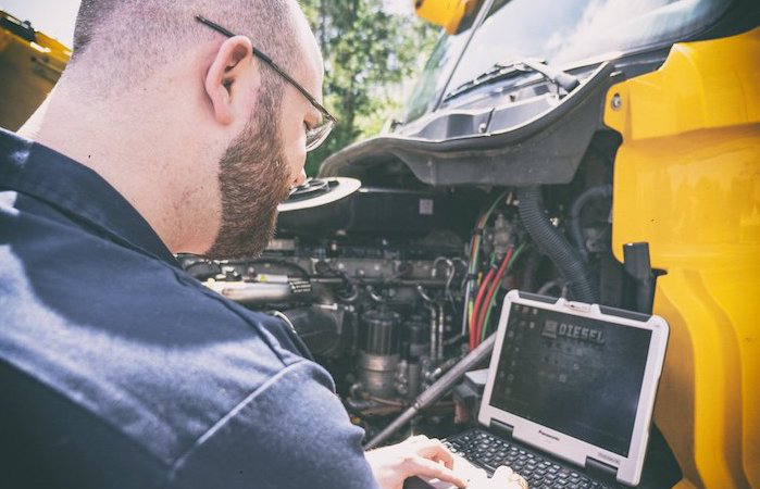 Diesel laptop technician