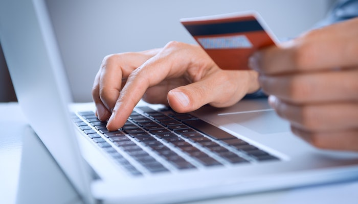 05.20.Ecommerce person with credit card-min