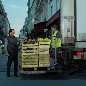 Truck hauling produce using Carrier Transicold